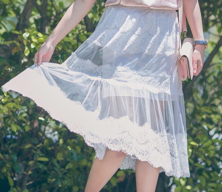 CLASSYVIBE 的 蕾絲透膚裙