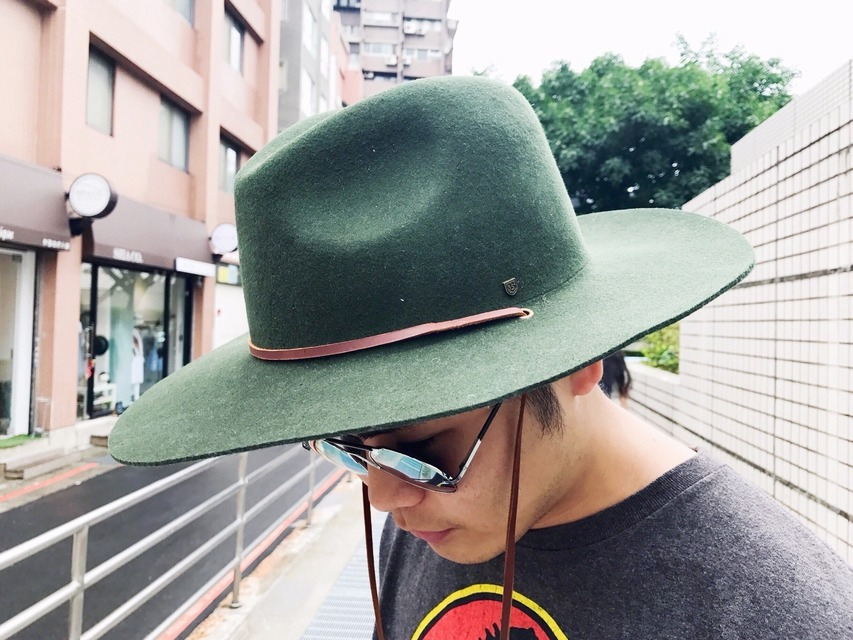 URBAN OUTFITTERS 的 帽子