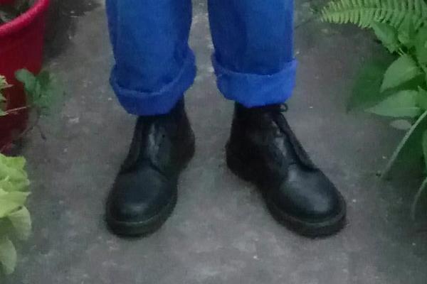 DR. MARTENS 的 1460馬汀靴