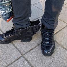 ADIDAS 的 真皮球鞋