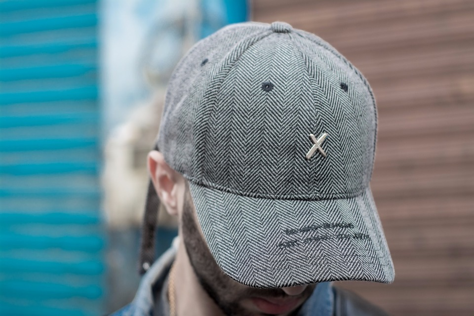XOTIC GEAR 的 LONG RINGED STRAP BACK GREY HAT