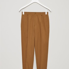 COS 的 RELAXED CHINO TROUSERS