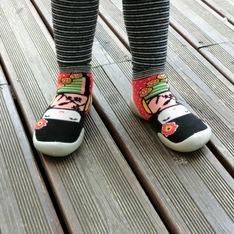 COLLEGIEN 的 襪子型室內鞋