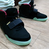 NIKE AIR YEEZY II 的 球鞋