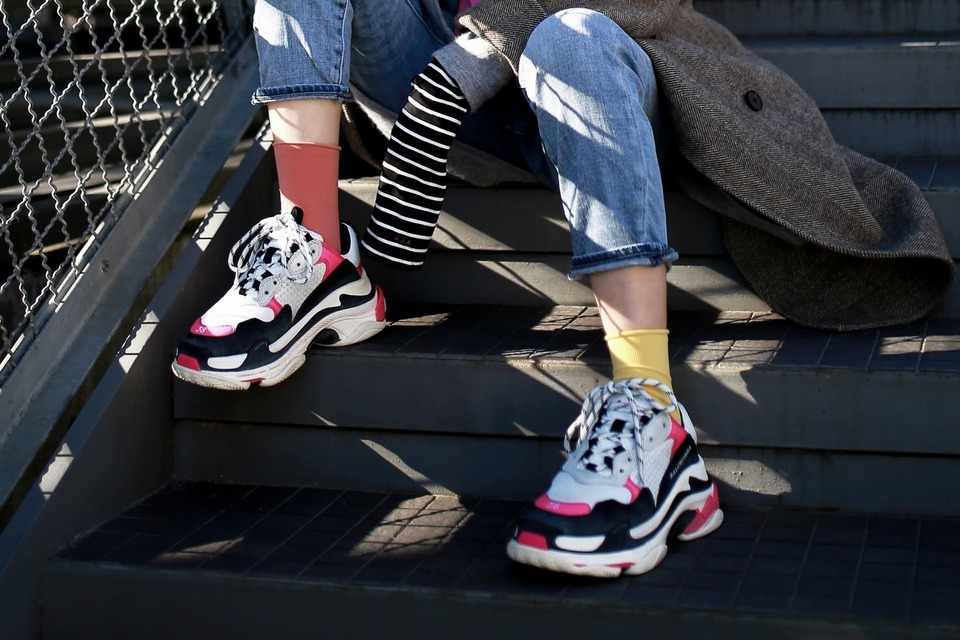 BALENCIAGA 的 TRIPLE S TRAINER DADDY SHOES