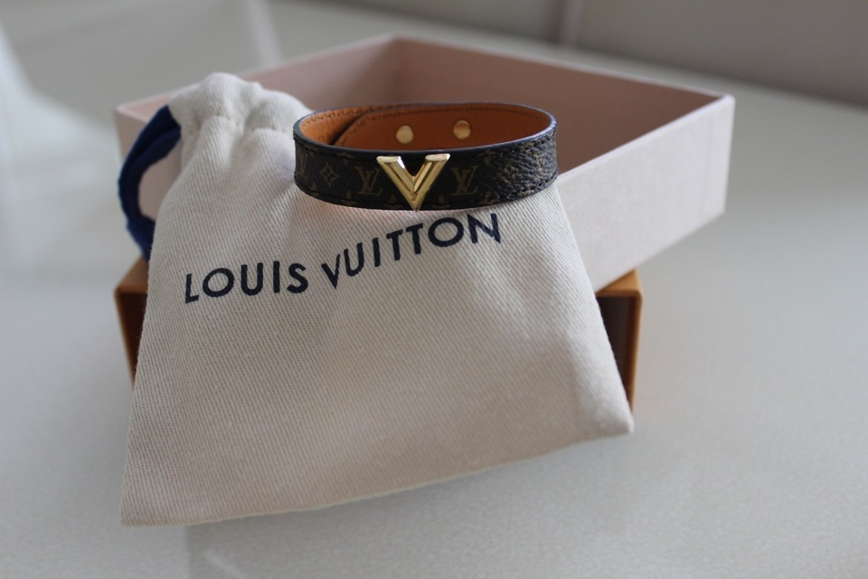 LOUIS VUITTON 的 皮革手環