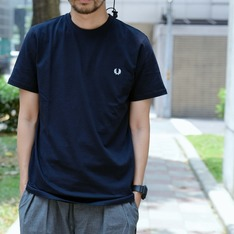FRED PERRY 的 TSHIRT