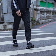 OFF-WHITE 的 OFF WHITE VIPORMAX
