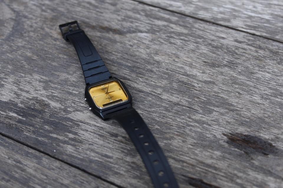 CASIO 的 CASIO小金錶