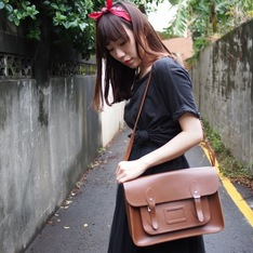 THE CAMBRIDGE SATCHEL COMPANY  的 劍橋包